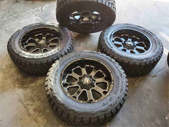 """NEW- 22"""" XD BUCK WHEELS AND 37"""" TOYO RT TIRES *FORD F250 / F350"""