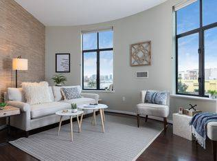 1br - 609ft2 - Stunning One Bedroom Unit