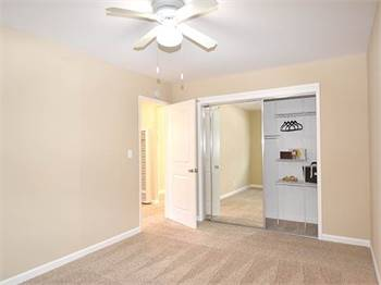 2br - 850ft2 - NEW Wood-style Flooring, 2BR 1BA apt, Modern kitchen, Amazing SAVINGS!