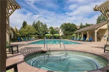 2br - 1060ft2 - Gated Community, USB charging outlets, 24-hour Fitness Center