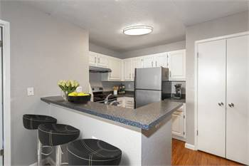 2br - 850ft2 - 2 Bedrooms That Fit You and Your Budget!