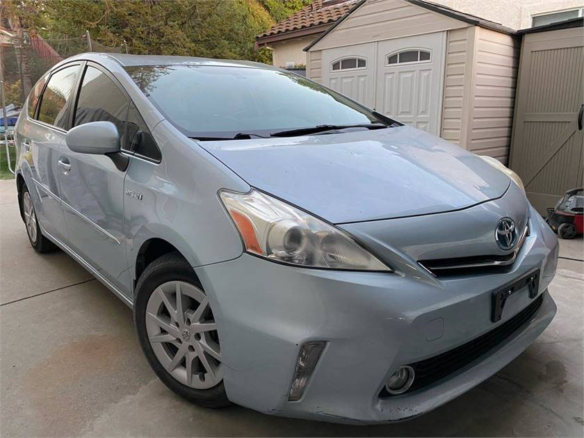 2013 Toyota Prius V, low miles, clean title