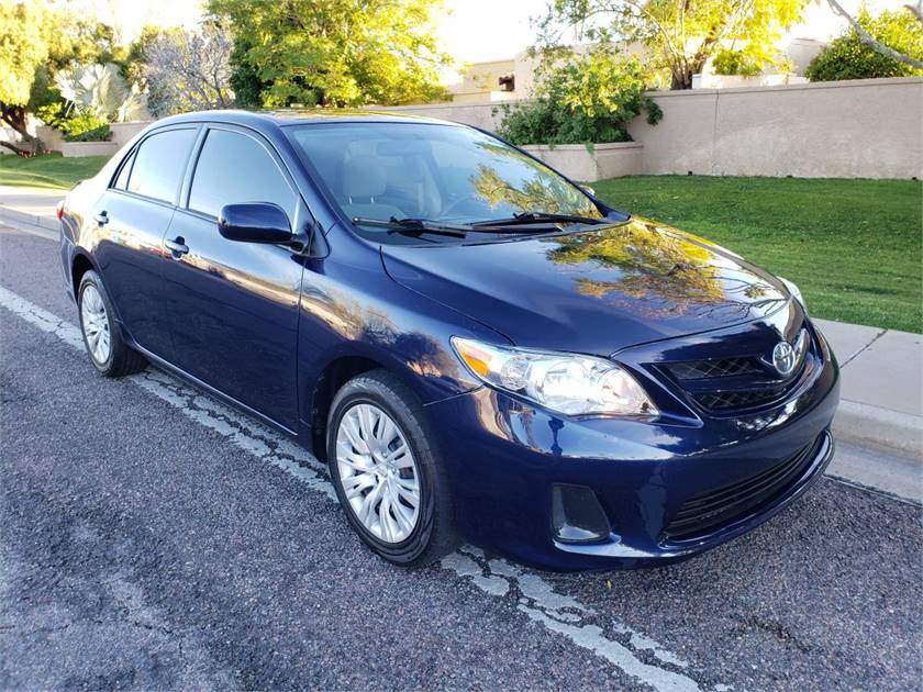 2012 toyota corolla le in excellent condition