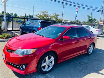 2014 Toyota Camry SE clean title